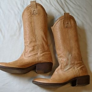 Frye boots size 8.5 well worn but good condition